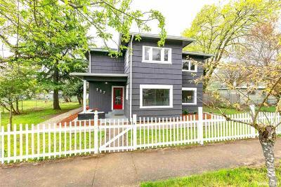 Dallas Single Family Home For Sale: 337 Ash St