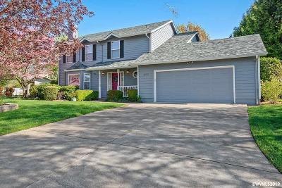 Dallas Single Family Home Active Under Contract: 300 SE Ironwood Av