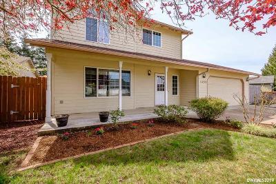 Dallas Single Family Home Active Under Contract: 1135 SW Bryson St