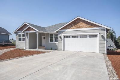 Lincoln City Single Family Home For Sale: 4163 SE Jetty Av