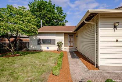 Albany Single Family Home For Sale: 3035 Marion St
