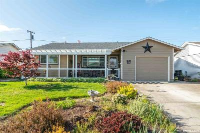 Woodburn Single Family Home Active Under Contract: 1362 Vanderbeck Ln