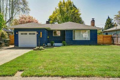 Keizer Single Family Home Active Under Contract: 678 Menlo Dr