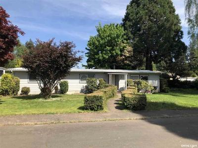 Aurora Single Family Home For Sale: 21966 Laurel Av