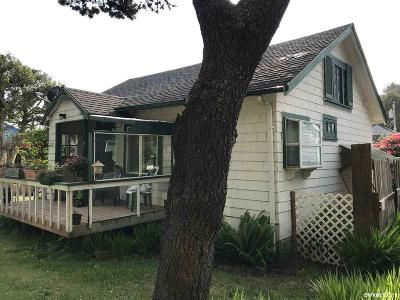 Lincoln City Single Family Home For Sale: 2953 SW Coast