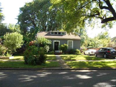 Woodburn Single Family Home For Sale: 456 Montgomery St