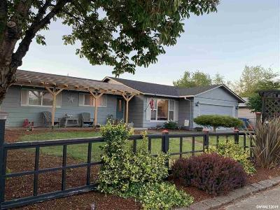 Keizer Single Family Home For Sale: 1561 Stone Hedge Dr