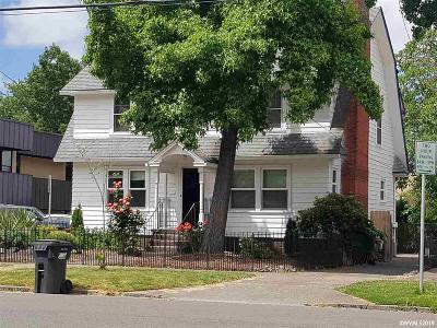 Salem Single Family Home For Sale: 655 Cottage St