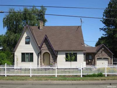 Dallas Single Family Home Active Under Contract: 346 SE Hankel St