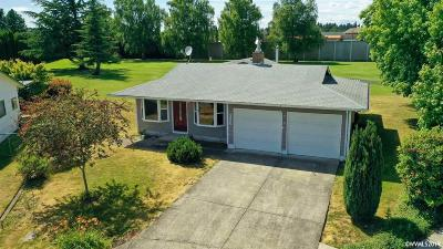 Woodburn Single Family Home For Sale: 2233 Country Club Ter