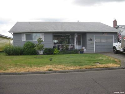 Woodburn Single Family Home Active Under Contract: 1992 Santiam Dr