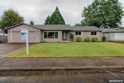 Dallas Single Family Home For Sale: 697 SW Little John Ln