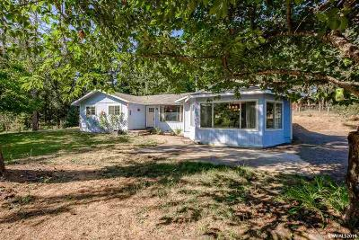 Lebanon Single Family Home Active Under Contract: 33650 Totem Pole Rd