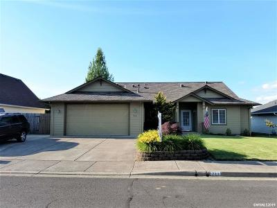 Stayton Single Family Home Active Under Contract: 711 Summerview Dr