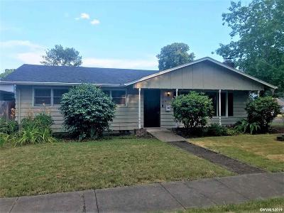 Woodburn Single Family Home Active Under Contract: 220 N 3rd St