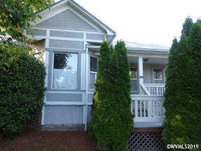 Woodburn Single Family Home For Sale: 575 Hardcastle Av