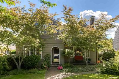 Salem Single Family Home For Sale: 2070 High St