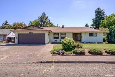 Dallas Single Family Home Active Under Contract: 856 SW Canterbury Ct