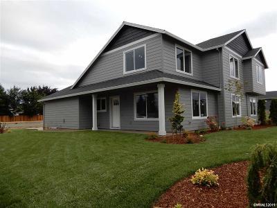 Woodburn Multi Family Home For Sale: 470 Vine Av