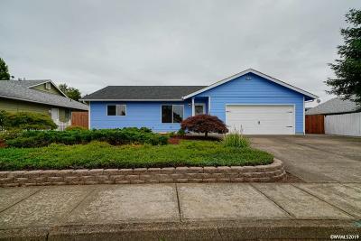Dallas Single Family Home For Sale: 1330 SW Solomon Ct