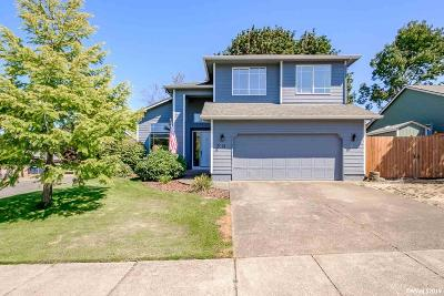 Salem Single Family Home For Sale: 2014 Knoll Ct