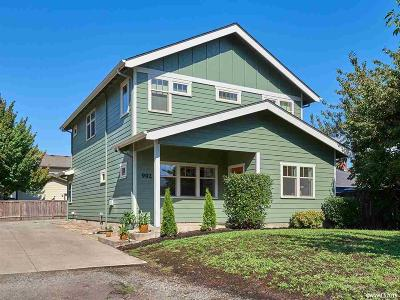 Keizer Single Family Home For Sale: 992 Delta Dr
