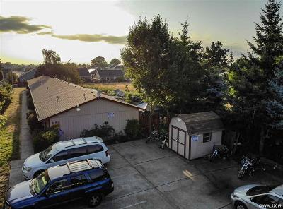 Mt Angel Multi Family Home For Sale: 880 N Pershing St