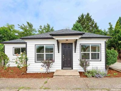 Woodburn Single Family Home Active Under Contract: 375 Hawley St