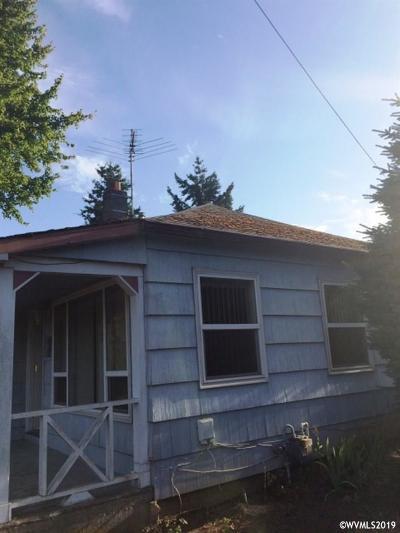 Dallas Single Family Home Active Under Contract: 215 SW Jasper St