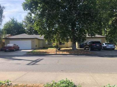 Woodburn Multi Family Home For Sale: 415 Brown (-425) St