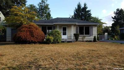 Salem Single Family Home For Sale: 583 Delmar Dr