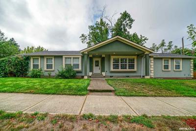 Salem Single Family Home For Sale: 580 Pine St