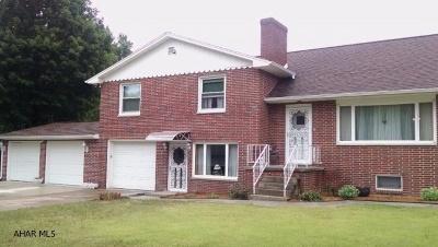 Altoona Single Family Home For Sale: 837 Glenwood Drive