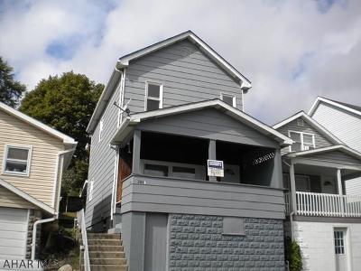Altoona Single Family Home For Sale: 206 E Walnut Avenue