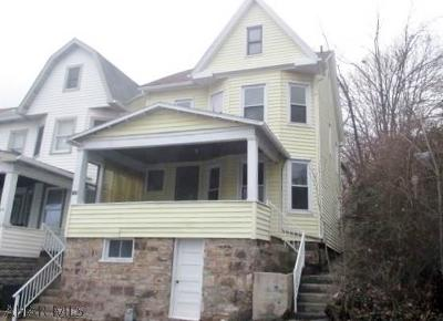 Single Family Home Sold: 208 Maple Avenue