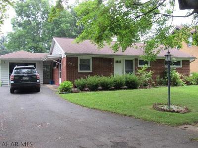 Hollidaysburg Single Family Home For Sale: 209 Washington Ave
