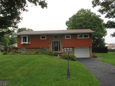 Tyrone PA Single Family Home For Sale: $146,000