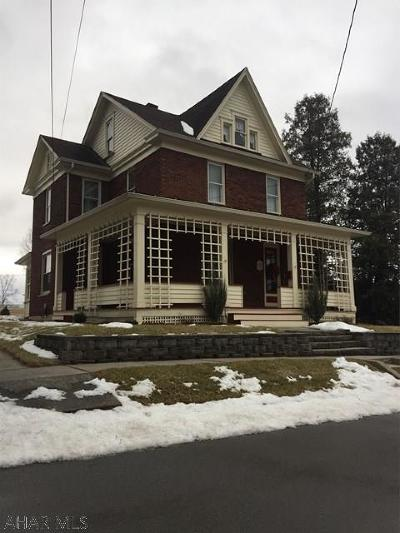 Roaring Spring Single Family Home For Sale: 1023 Franklin St