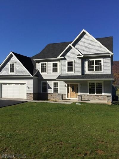 Hollidaysburg Single Family Home For Sale: 117 Fairway Estates Drive