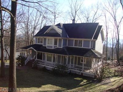 Hollidaysburg Single Family Home For Sale: 127 Stonehedge Rd