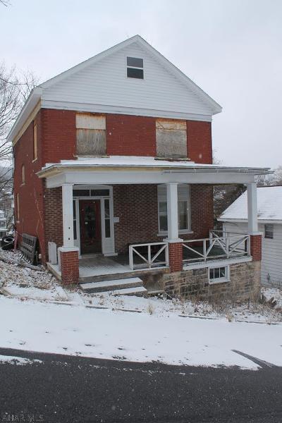Altoona Single Family Home For Sale: 1116 19th Avenue