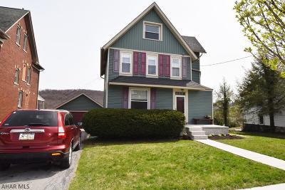 Hollidaysburg Single Family Home For Sale: 1110 Walnut St