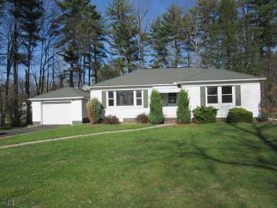 Altoona Single Family Home For Sale: 1949 Parkway Dr