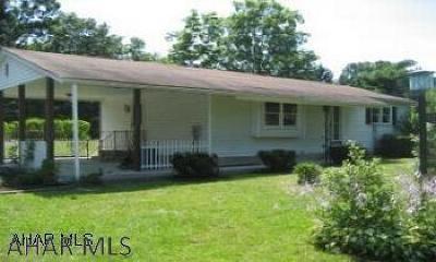 Altoona Single Family Home For Sale: 621 Harvard Lane