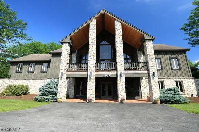 Altoona Single Family Home For Sale: 622 Golf Course Road