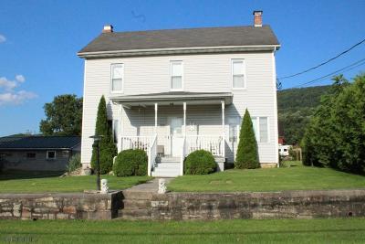 Single Family Home For Sale: 384 Main Street