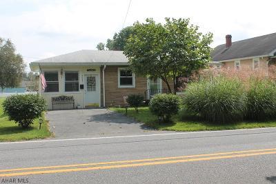 Altoona Single Family Home For Sale: 5421 Kissel Avnue