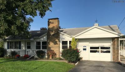 Martinsburg Single Family Home For Sale: 220 S Walnut Street