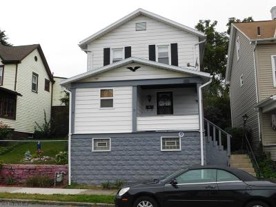 Altoona Single Family Home For Sale: 218 E Walnut Ave
