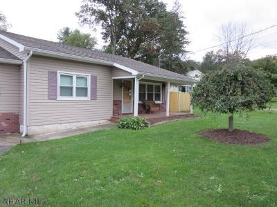Altoona Single Family Home For Sale: 519 S Dartmouth Lane